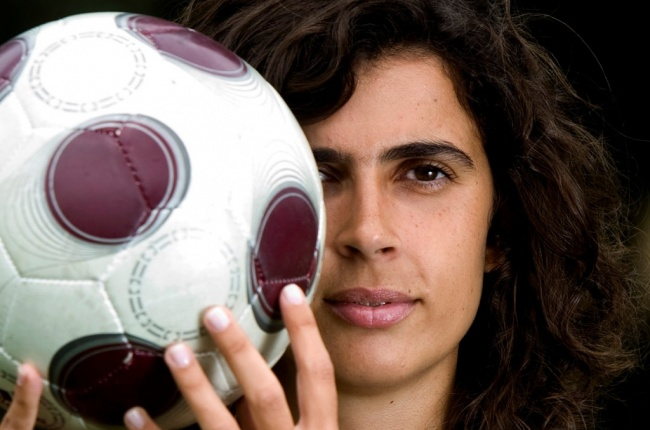 Helena Costa, la primera mujer en dirigir en fútbol masculino profesional.