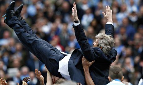 Poco dado a los festejos, Manuel Pellegrini dio la cuarta Premier al Manchester City.