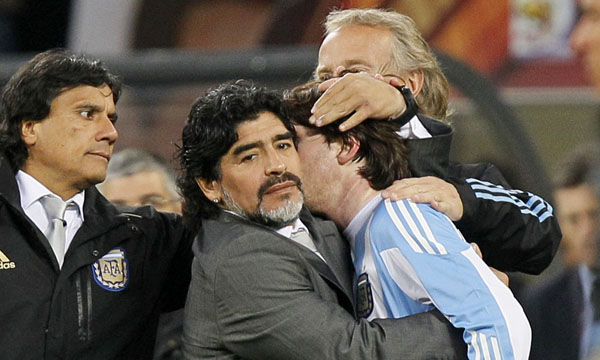 Maradona comforted after Messi suffered elimination in the World 2010.