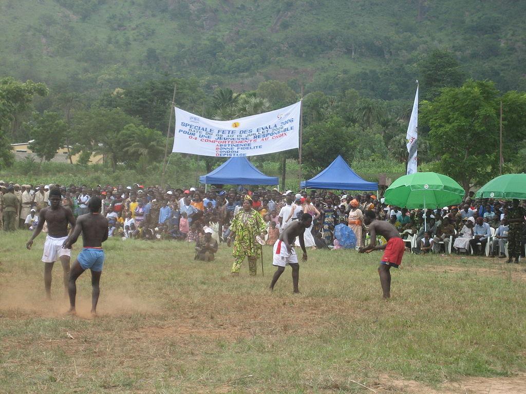 El festival de Evala, un tipo de lucha, levanta mucha expectación en Togo.
