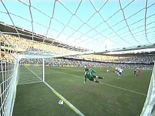 El tiro de Lampard batió a Neuer pero el árbitro no lo concedió.
