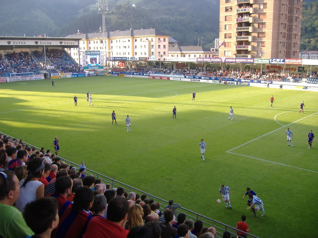 Ipurua is the stage of the Eibar. Sleeps less than 6.000 viewers.