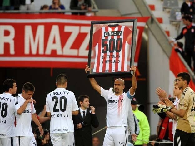 "La ""Brujita"" Verón retires. 17 seasons, more of 500 matches, 3 world. A myth."