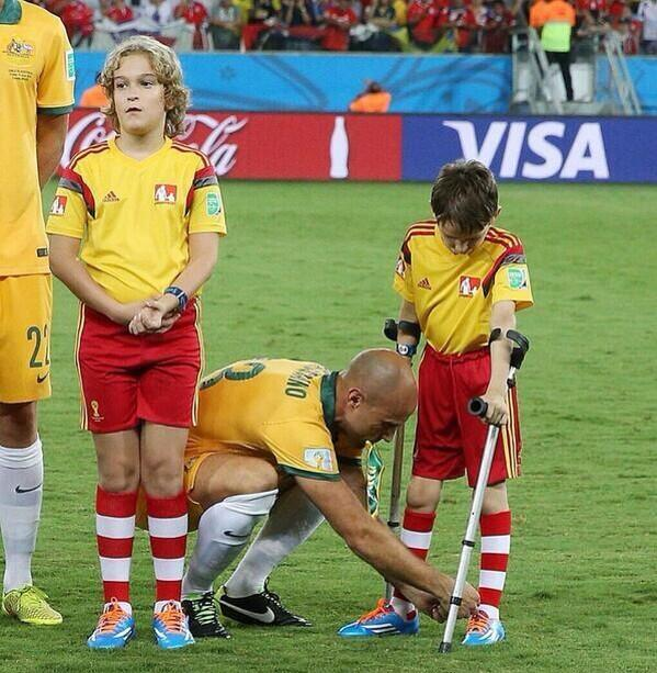 Bresciano player from Australia helped a boy with crutches to tie his boots.