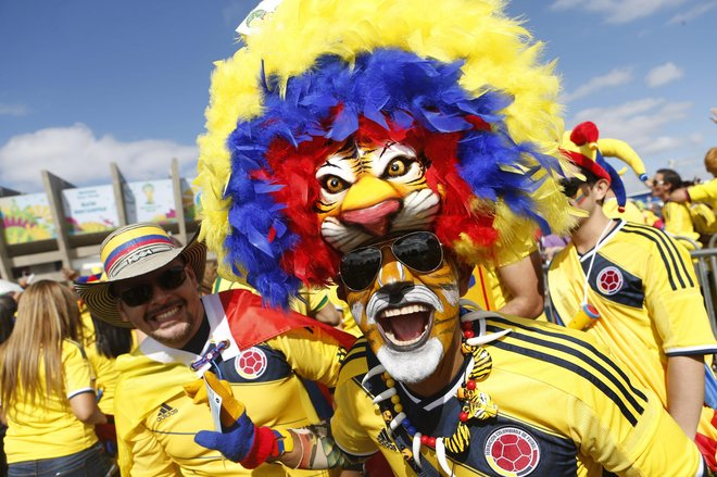 The Colombian fans gave color to the match against Greece.