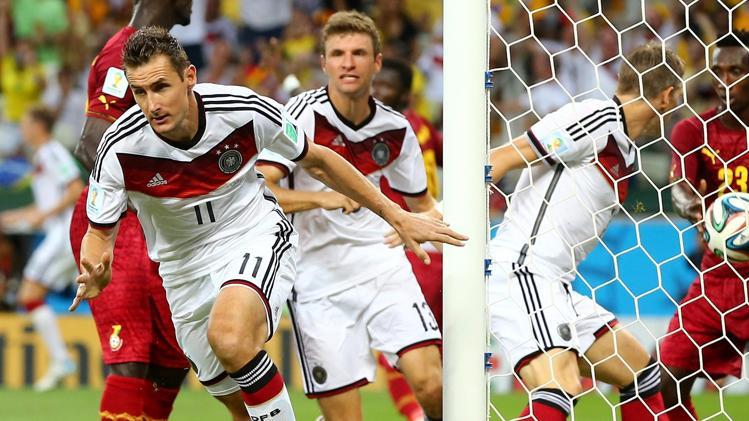 Con este gol Klose empató a Ronaldo como máximo goleador en la historia de los Mundiales.