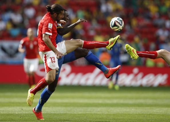 Ricardo Rodríguez realizó un gran partido frente Camerún.