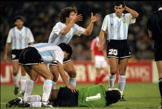 Nery Pumpido falló estrepitosamente en la derrota de Argentina ante Camerún.