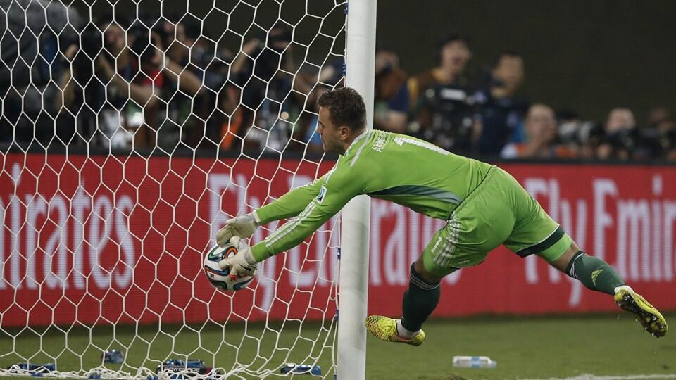 Akinfeev no tuvo la misma suerte que Ochoa. Clamoroso fallo en el gol de Corea.