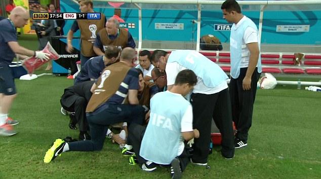 En el Inglaterra-Italia, el fisioterapeuta inglés se lesionó celebrando el gol de Sturridge.
