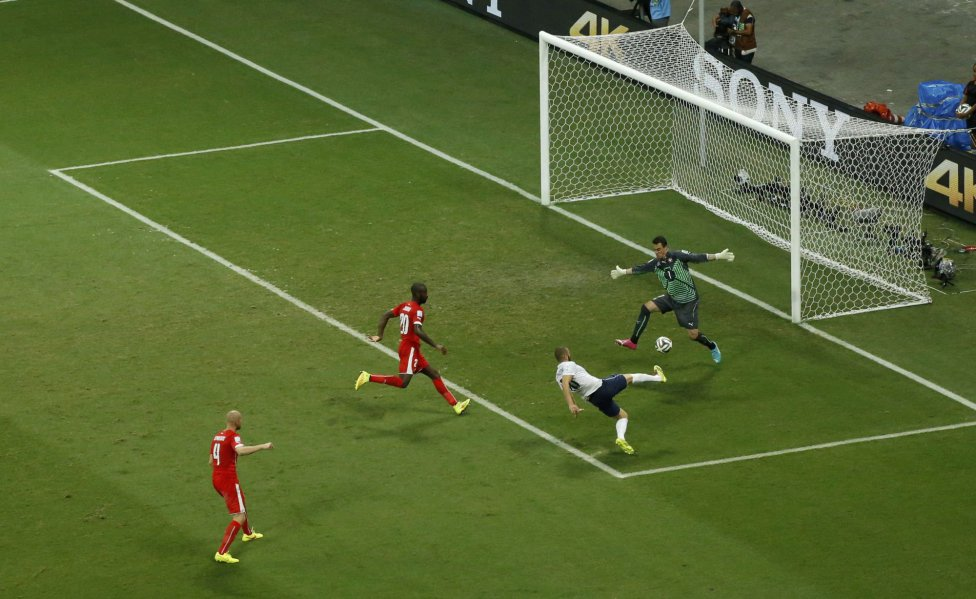 Benzema falló un penalti pero volvió a marcar. Francia ganó 5-2 a Suiza.