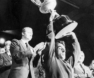 La primera Copa del Rey acabó con victoria del Betis. Su Majestad era tremendamente joven.