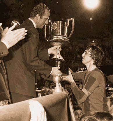 Cruyff and King. Honoring a myth football competition.