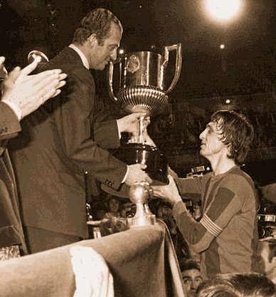 Cruyff y el Rey. Un mito del fútbol honrando la competición.