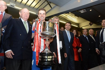 Atletico won the Cup at the Bernabeu penultimate given by Don Juan Carlos.