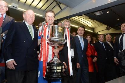 El Atlético ganó en el Bernabéu la penúltima Copa entregada por Don Juan Carlos.