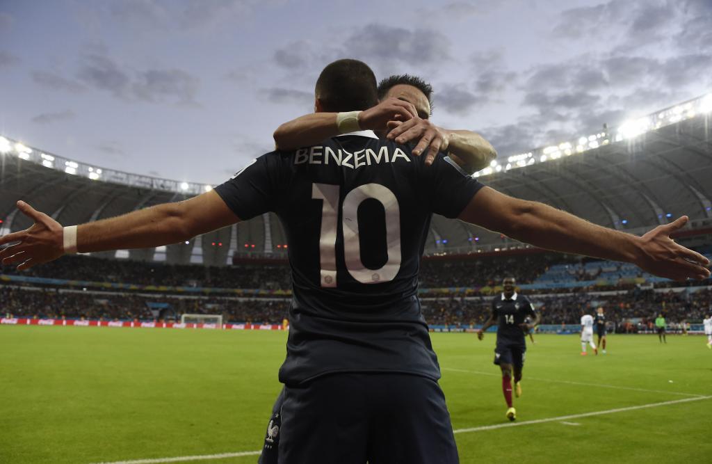 Benzema dio a Francia su primera victoria con un hat-trick para empezar.