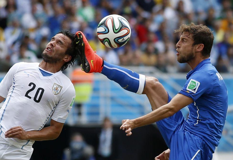 La suerte de antes es ahora esquiva para Italia, la tercera selección con más rojas en Mundiales.
