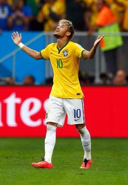 Neymar marcó dos nuevos goles, llevó a Brasil a octavos y es pichichi del Mundial.