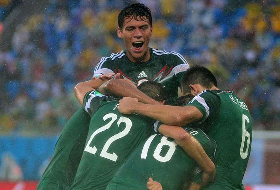 Peralta dio el triunfo a México donde Márquez se convirtió en el jugador con más partidos en un Mundial con la elástica azteca.