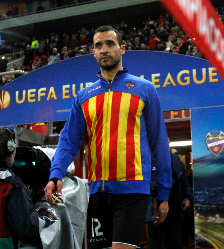 Juanfran on a Europa League match with Levante.