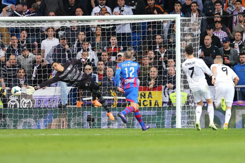 Keylor Navas en el partido frente al Madrid en la pasada Liga. Su nuevo equipo.
