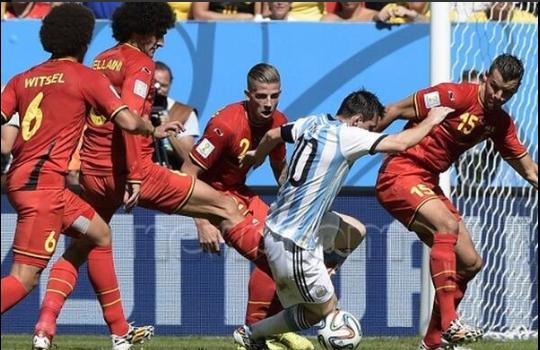 La defensa de Bélgica anuló muy bien a Leo Messi.