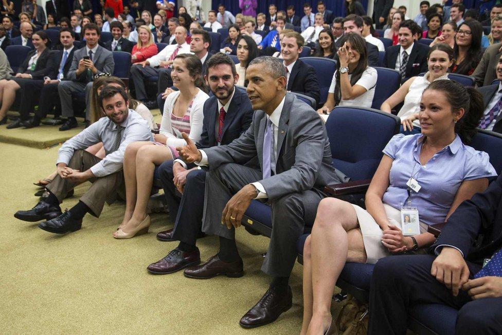 Obama no pudo contemplar la victoria de su equipo.