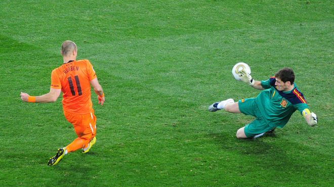 This stop Casillas to Robben she won a World Cup.
