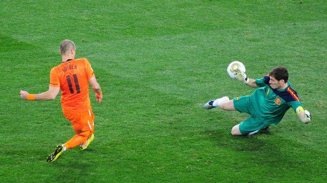 Esta parada de Casillas a Robben cambió el rumbo del partido.