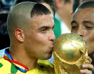 In this manner he sported Ronaldo in the World 2002.