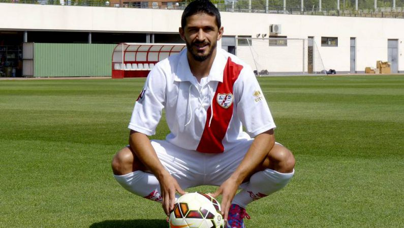 Jonathan Pereira con la zamarra del Rayo.