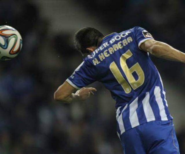 Herrera con la camiseta del Oporto.