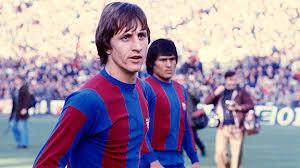 Johan Cruyff junto a Sotil en una excelente foto retro de la época.