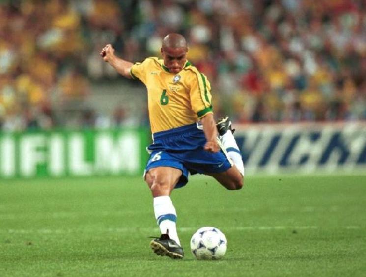 Los cinco mejores goles de la carrera de Roberto Carlos