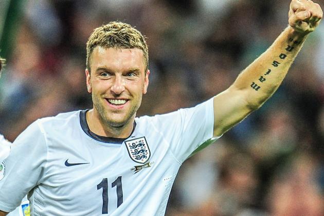 Lambert celebrates a goal with English zamarra.