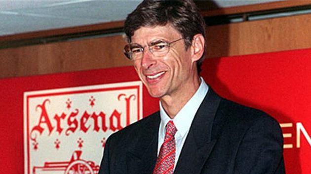 Así de sonriente lucía Wenger hace casi dos décadas.