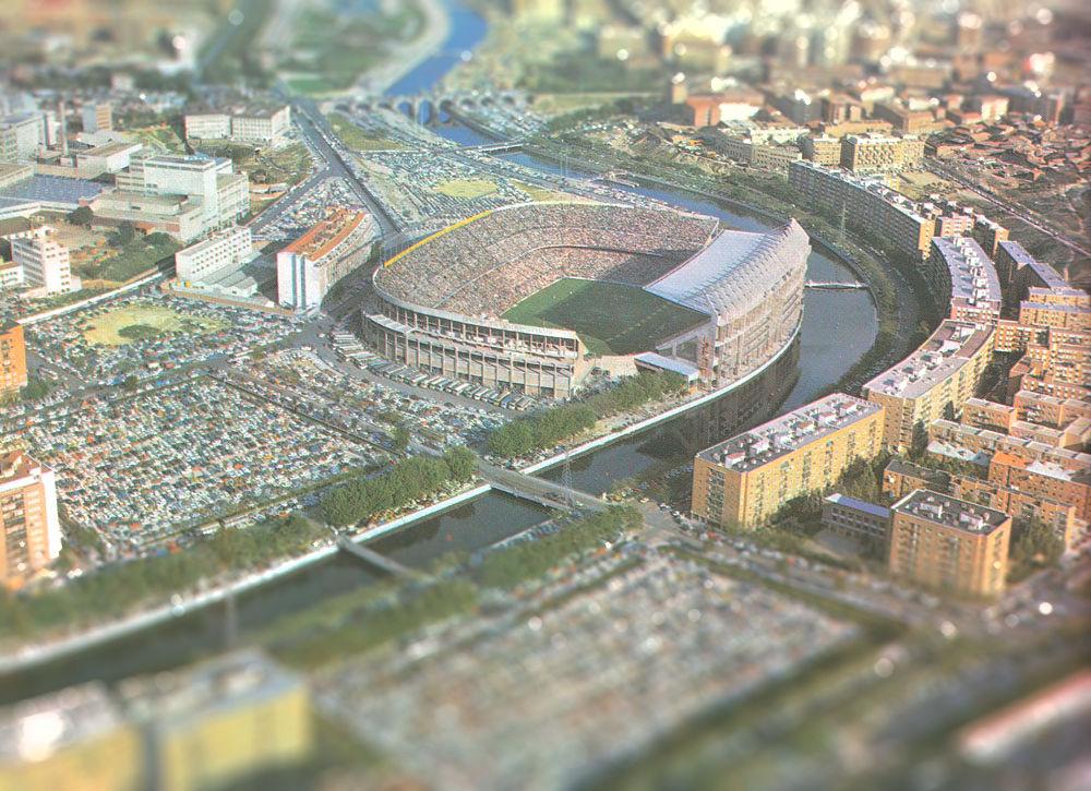 El fútbol parece vivir otras épocas pasadas, como los años 70, donde el fútbol se vivía así en el Calderón.