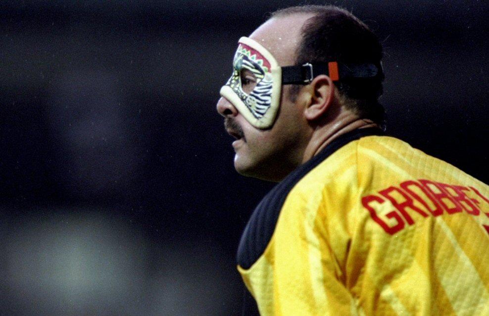 Bruce Grobbelaar y su mascara de colores.