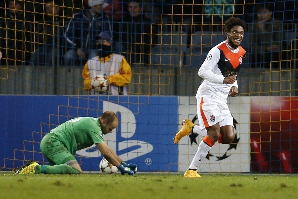 BATE goalkeeper Luiz Adrianos see at night.