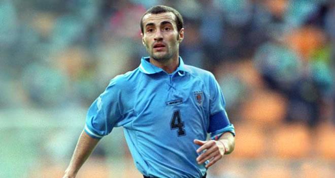 Paolo Montero jugó en el Mundial de 2002. Su padre en 1970 y 74.