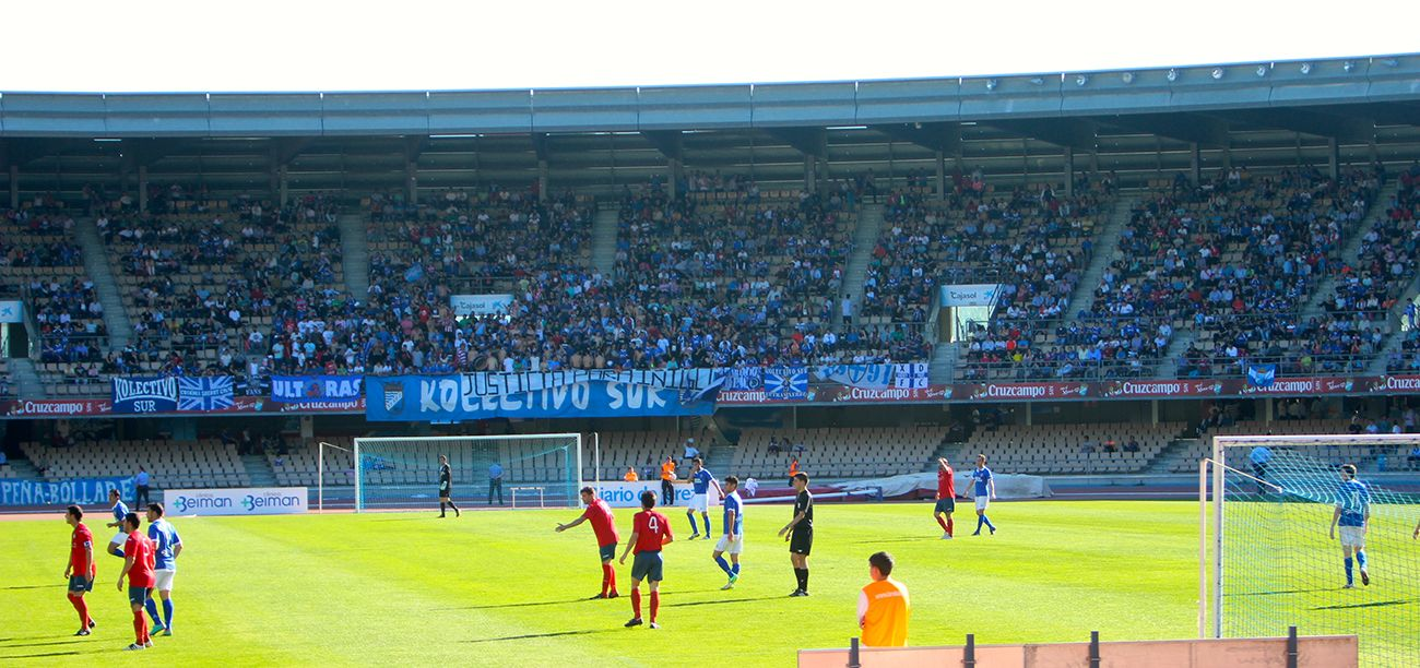 This is how the Chapín stadium looked in a Second Regional match.