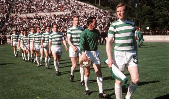 Los Leones de Lisboa con Johnstone al fondo.