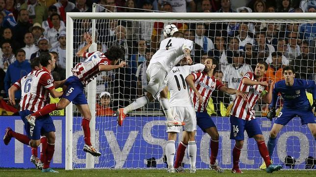 This goal Ramos prevented Atletico proclaimed champion of Europe. Image elbow Bale is also observed in the face of Juanfran.