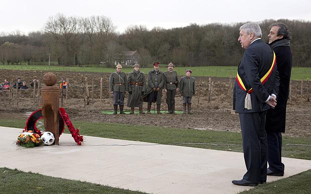Platini acudió a Ypres al Memorial de la Tregua de Navidad.