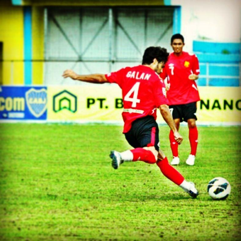 Galán también jugó en Indonesia.