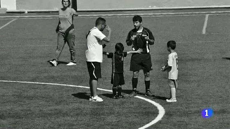 This child gave a lesson to the world of football when he separated a coach and a referee.
