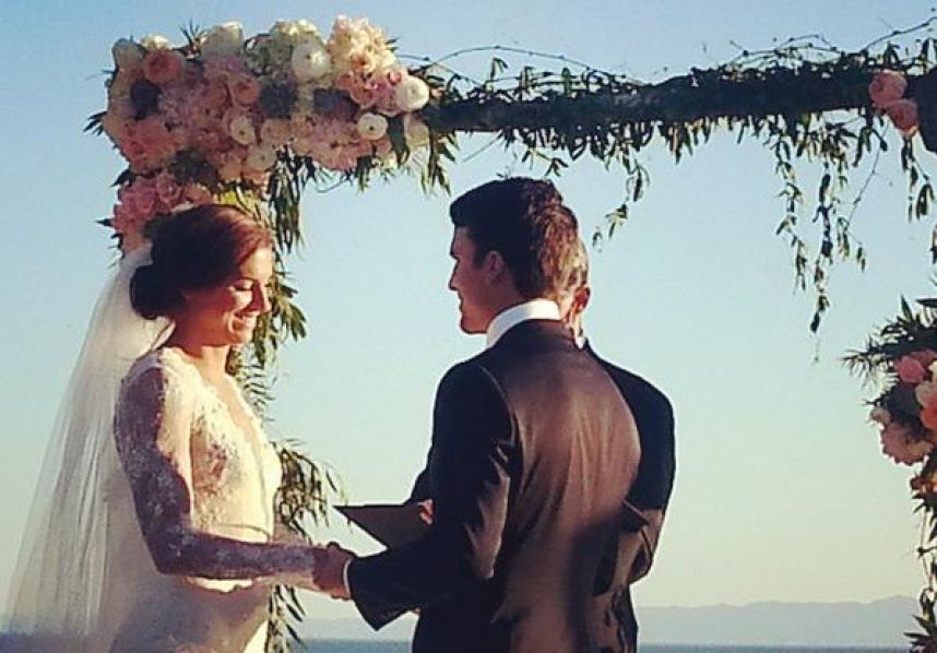 Alex Morgan married in Hawaii with Servando Carrasco.