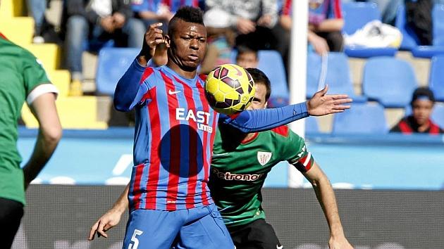 Kalu Uche jugará cerca de su hermano.