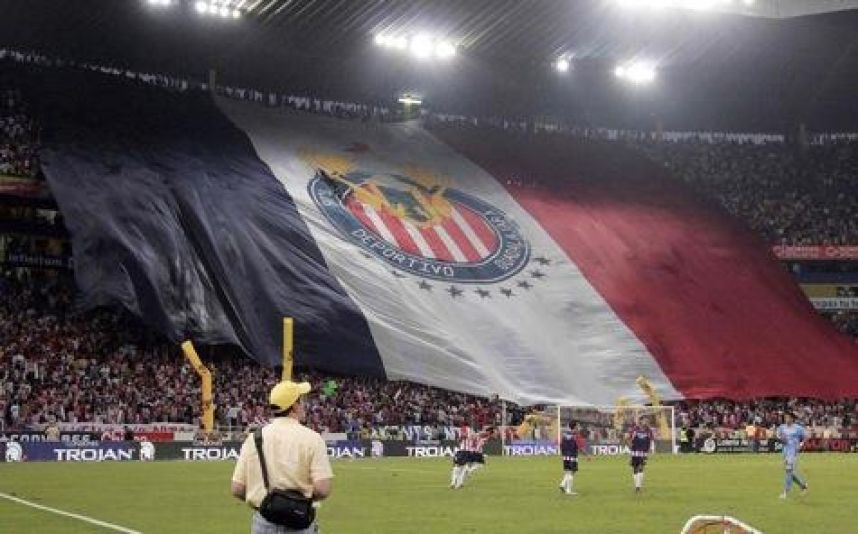 So he spends the fans of Chivas.